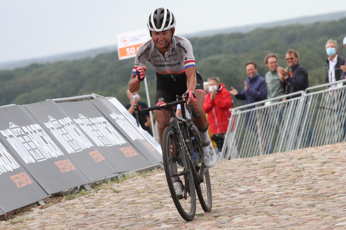 22-08-2020: Wielrennen: NK vrouwen: Drijber: Anna van der Breggen wint het NK voor Annemiek van Vleuten en Anouska Koster